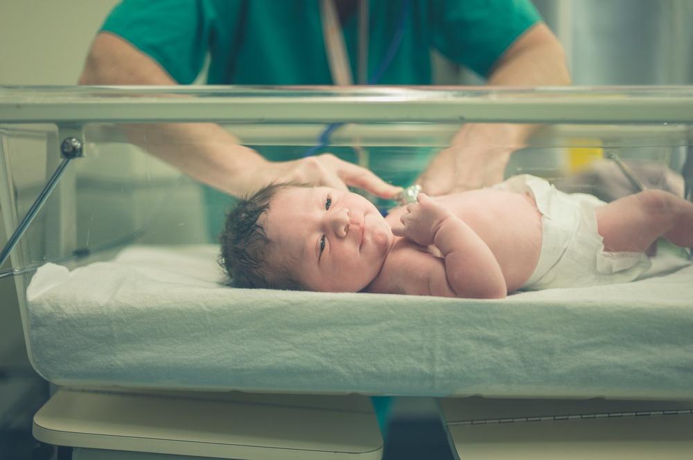 какие рефлексы проверяет врач у новорожденных
