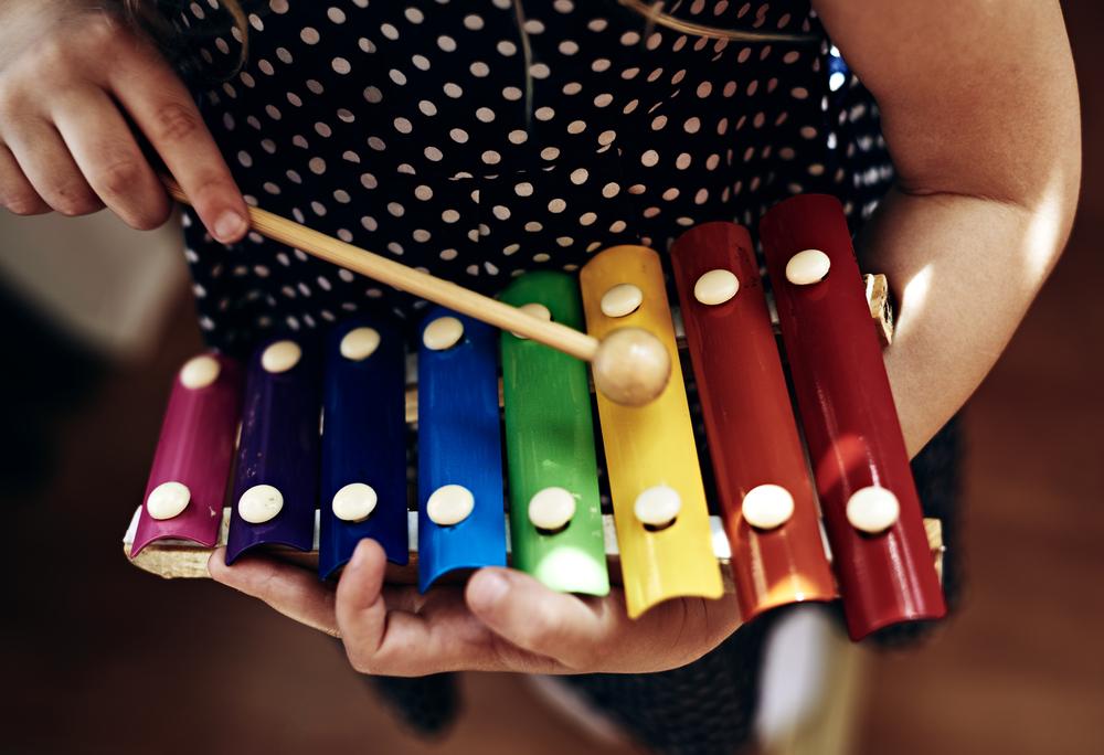 лучший музыкальный инструмент для малыша