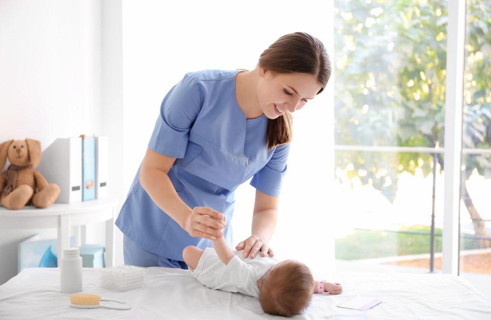 проверка рефлексов новорожденного